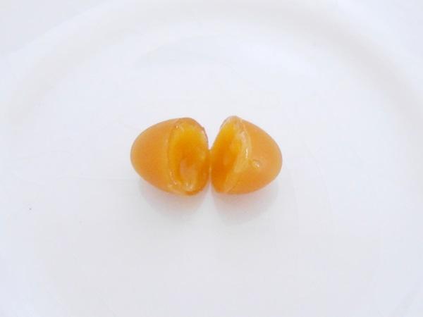 てまひま堂にんにく卵黄299-55のカプセル断面